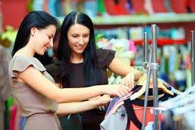 femeile si shopping-ul