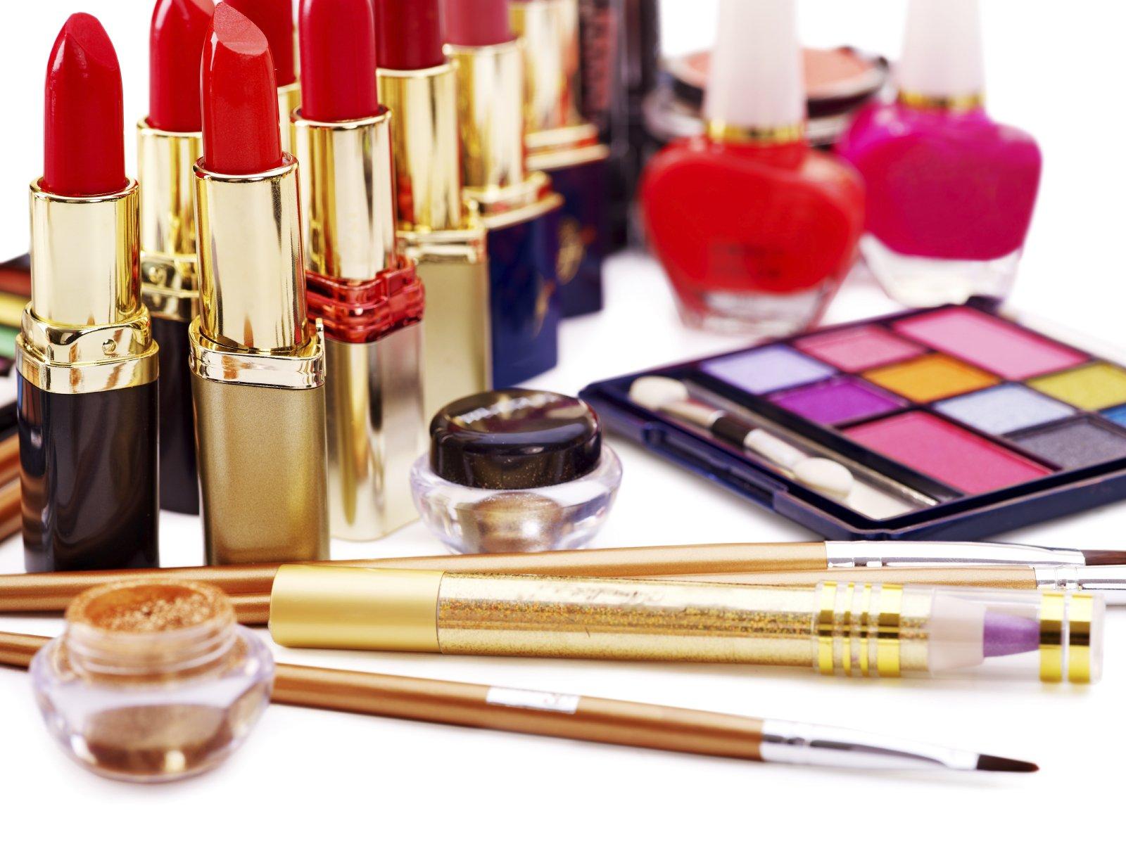 Ce produse de make-up nu trebuie sa-ti lipseasca în 2016