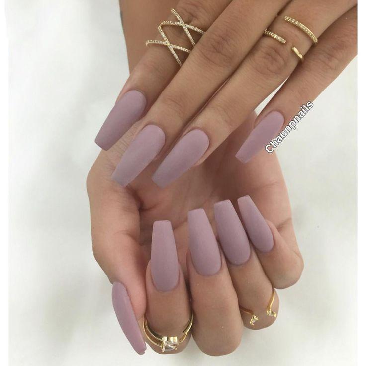 Reinventează-ți unghiile: Manichiura nude de vară