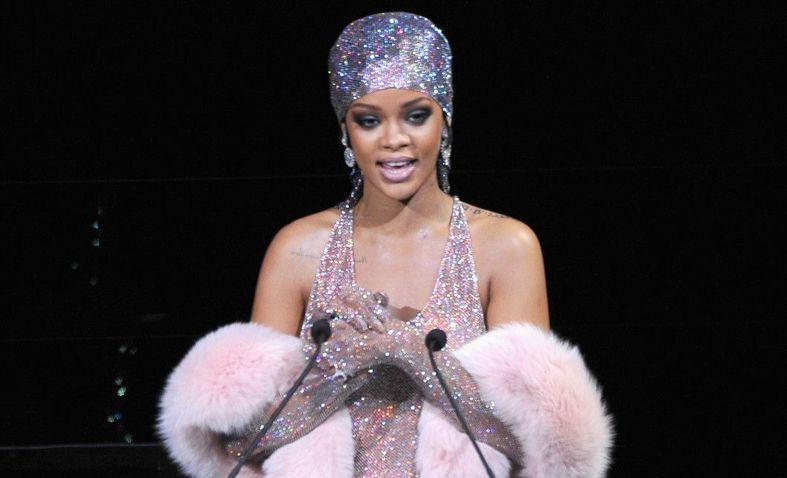 Lecții de stil de la Rihanna
