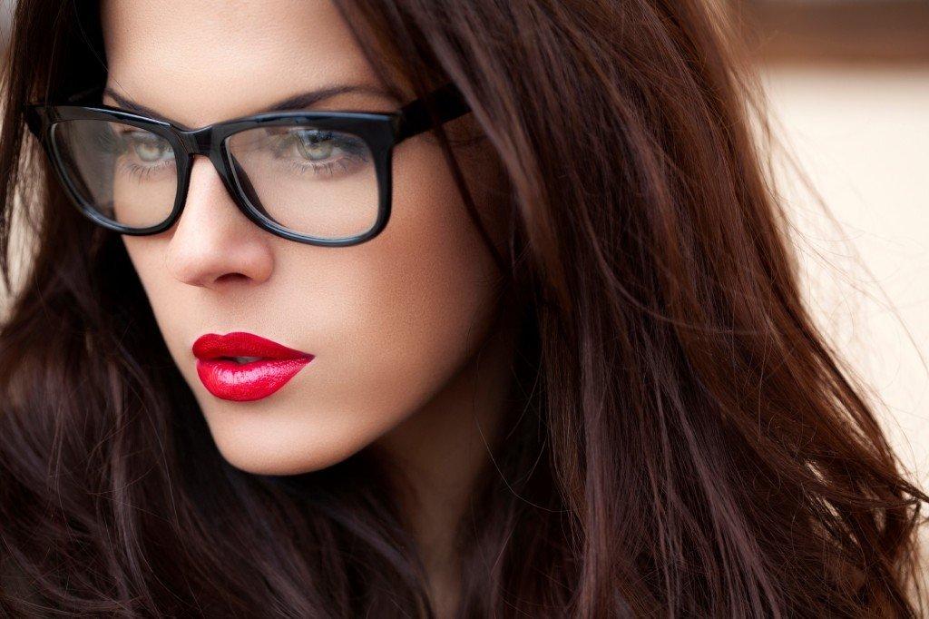 cum te machiezi cand porti ochelari