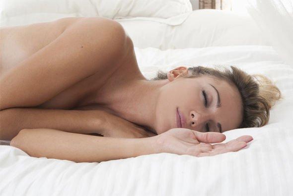 De ce este bine să dormim dezbrăcați. Beneficii de care nu știai!