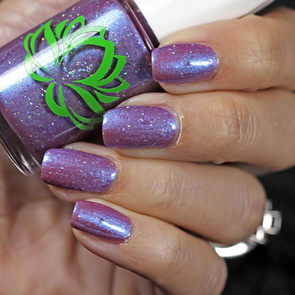 unghii Stormy Lilac