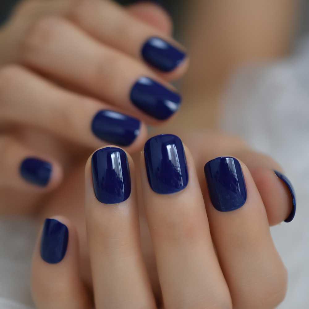 unghii albastru clasic