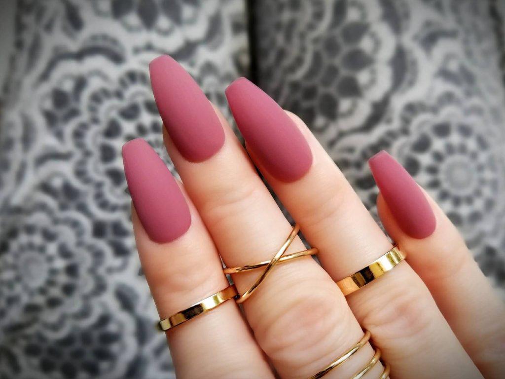 unghii mauve